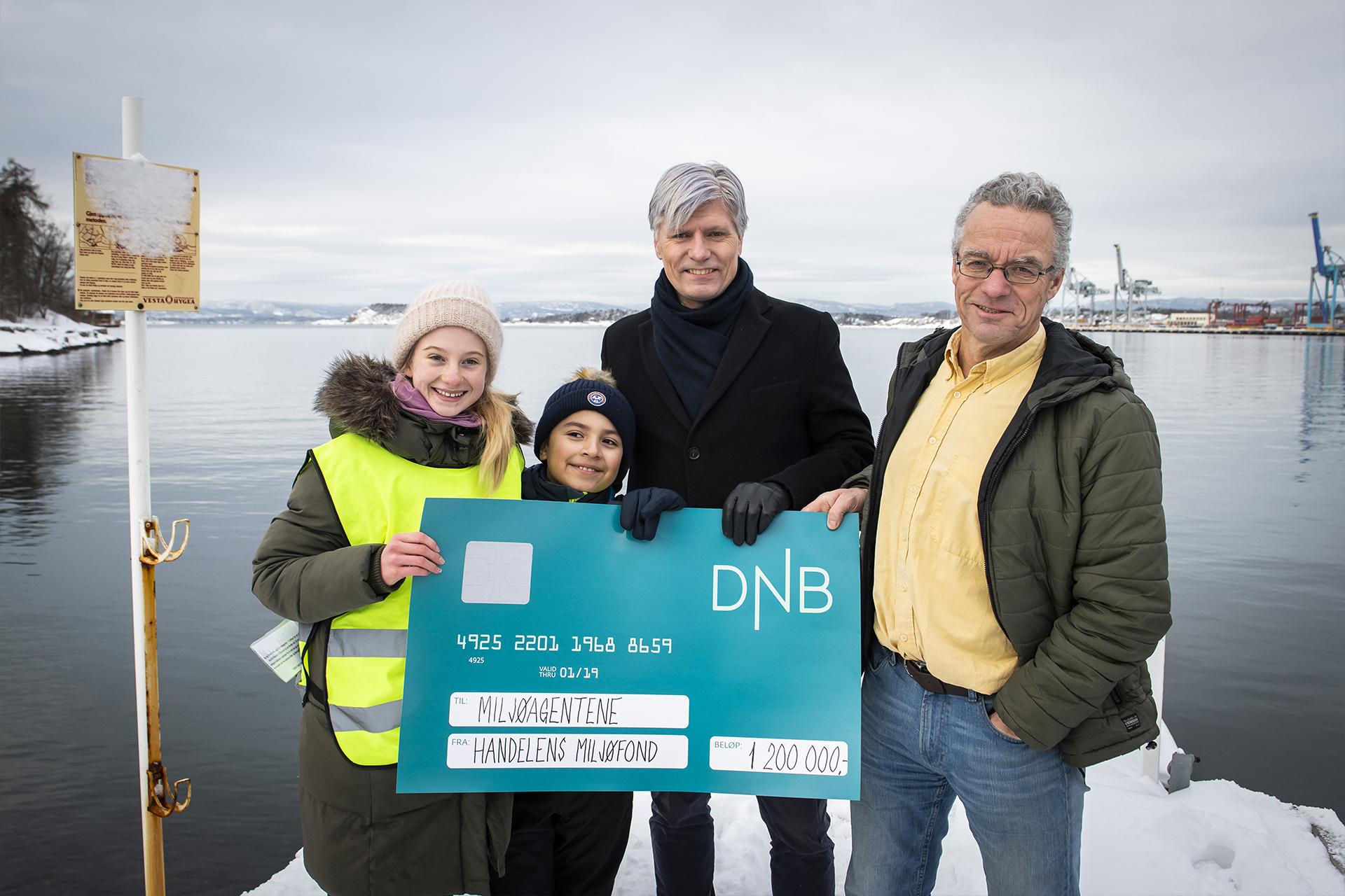 Miljøagentene sammen med Ola Elvestuen og Rasmus Hansson