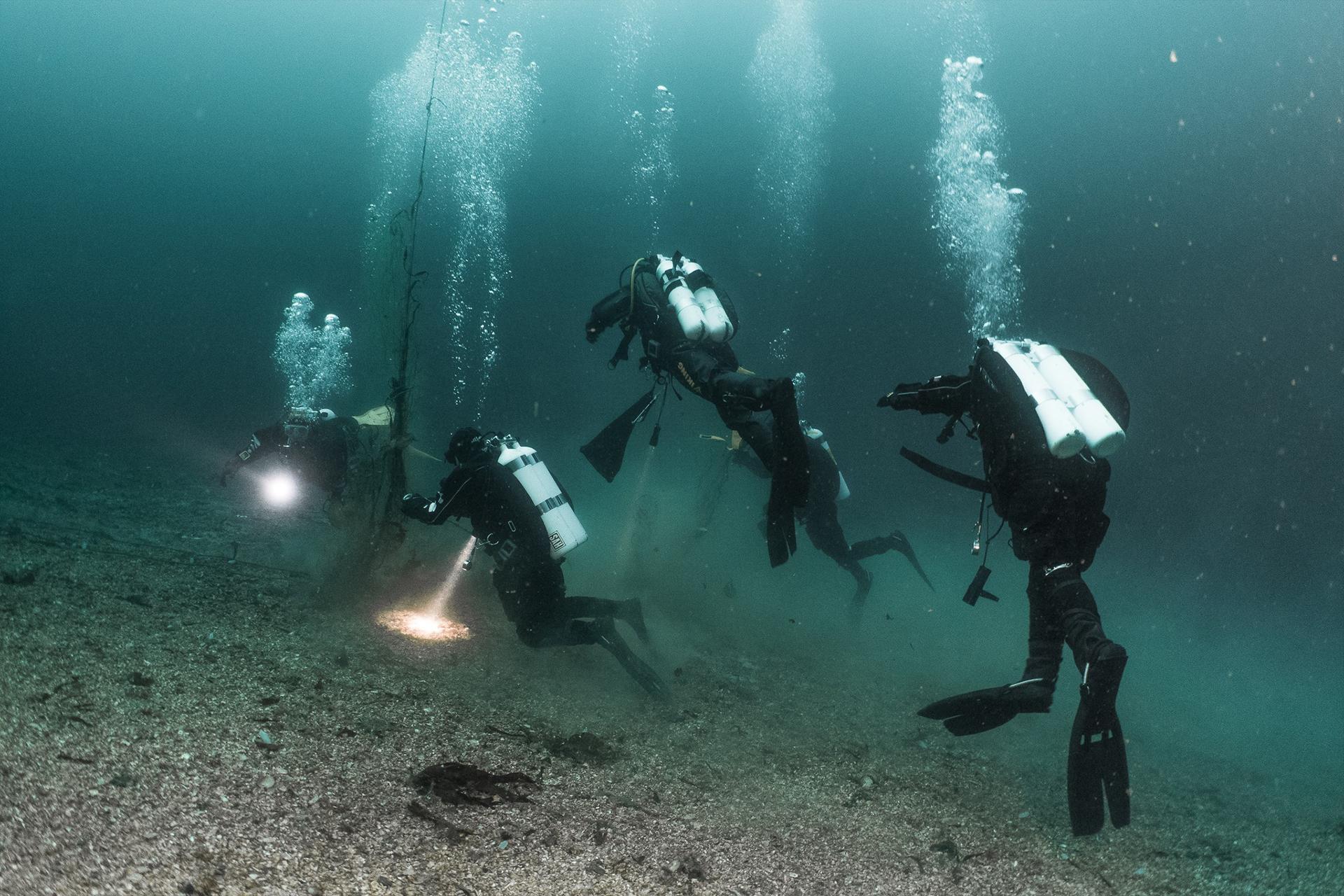 Dykkere rydder havbunnen i Raet nasjonalpark