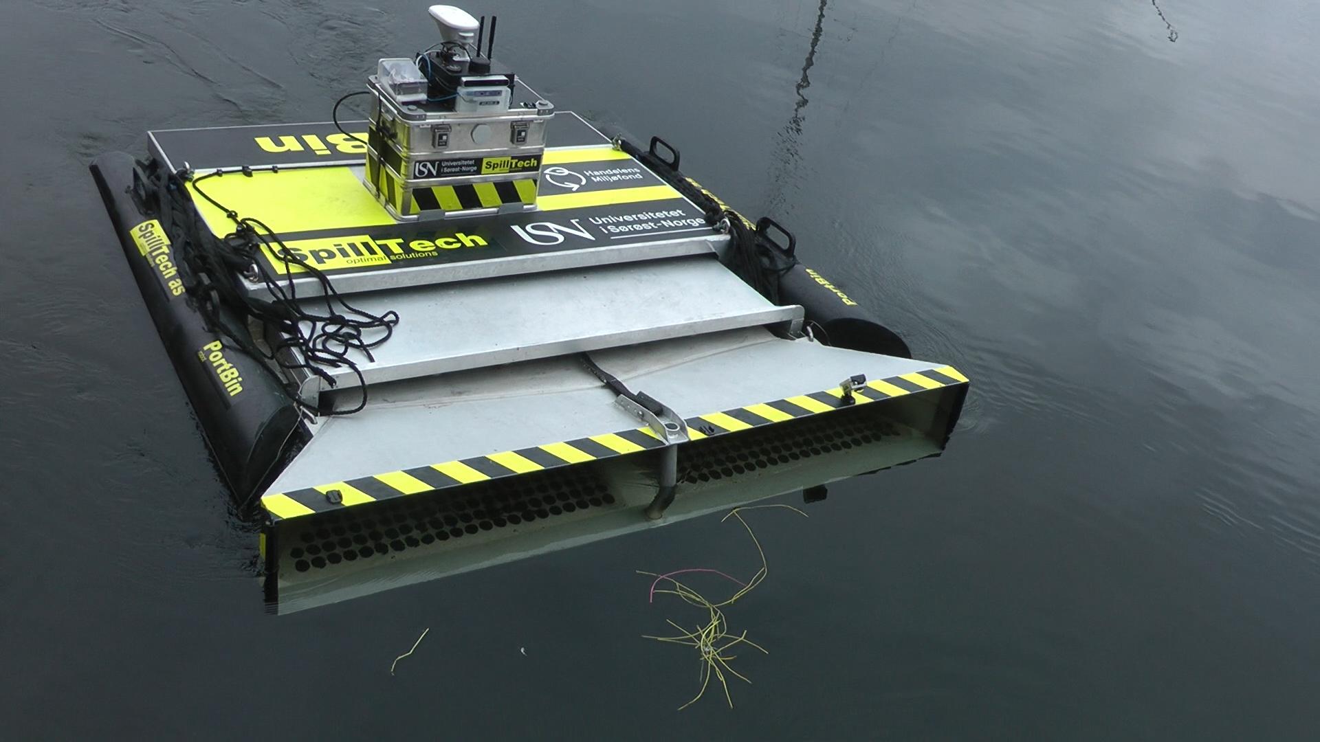 Bilde av roboten Portbin som samler plast på havoverflaten